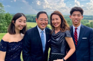 photo of Ken Lee and family
